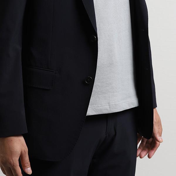 裾をパンツの外に出しても、だらしなくない着丈