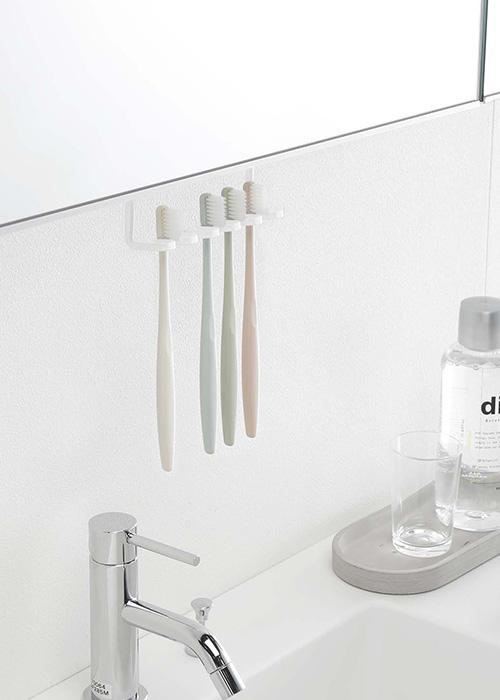 洗面戸棚下歯ブラシホルダー